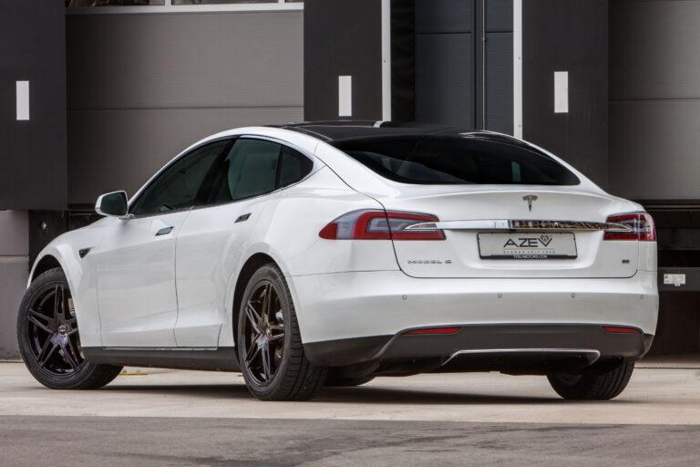 P2 Nero Tesla S
